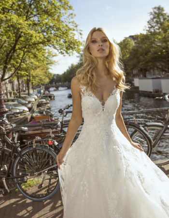 Robes de mariées - Maison Lecoq - robe N°056b Festa 1450 €